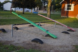 Teeter-Totter with 4 spaces, green and red boards