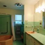 Full Bathroom (First Level)